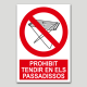 Prohibit tendir en els passadissos
