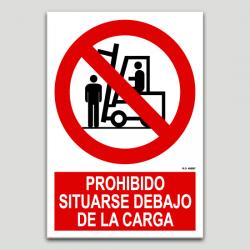 Prohibido situarse debajo de la carga