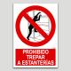 Prohibit grimpar a prestatges