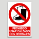 Prohibido usar calzado con herrajes