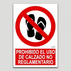 No és permès d'usar calçat no reglamentari.
