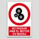 No passar amb el motor en marxa