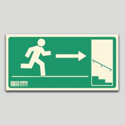 Escalera de emergencia a la derecha bajando sin texto