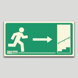 Escalera de emergencia a la derecha subiendo sin texto